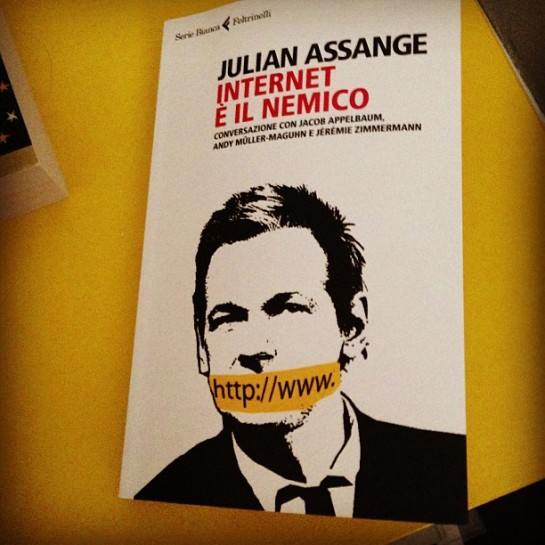 Libro Assange Internet è il Nemico OhMyMarketing